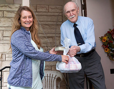 Delivering a healthy meal to someone in need