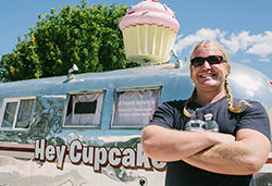 Matt stands in front of the Hey Cupcake! trailer